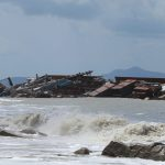 Kapal Pengangkut Material PLTU Karam di Pantai Tanjung Gundul