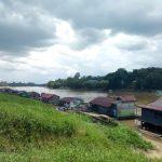 Rumah lanting sebagai hunian dan tumpuan hidup warga Melawi
