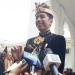 Tepuk Pundak Komandan Upacara, Aksi Jokowi Curi Perhatian Tamu Istana