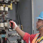 Suka Duka Teknisi PLN Menjaga Keandalan Listrik
