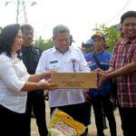 Pemkab Kubu Raya Salurkan Bansos Terhadap Korban Bencana di Ambawang
