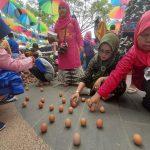 1.120 Butir Telur Berdiri Pada Kulminasi Matahari Pontianak