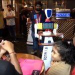 Jangan Kaget! Datang ke Restoran Ini Anda Akan Dilayani Sepasang Robot