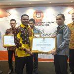 Dandim 1207/BS Sabet Piagam Penghargaan KPU Pontianak