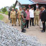 Sinergi Membangun melalui Karya Bhakti TNI Kodim 1207/BS