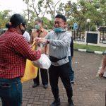 Sebanyak 120 Karyawan Korban PHK di Pontianak Terima Bantuan Sembako