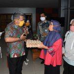 Perempuan Kepala Keluarga di Kubu Raya Terima Bantuan Sembako