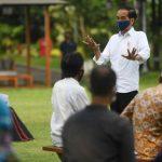 Serahkan Bantuan Modal Kerja Rp 2,4 Juta, Jokowi: Jangan Buat Beli Pulsa