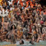 Ribuan Umat Hindu Berkumpul di Sungai Gangga, India Catat Rekor Covid-19