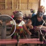 Kisah Perempuan Penenun Bertahan di Tengah Pandemi