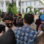 Debat dengan Polisi, Munarman Cs Akhirnya Masuk ke PN Jaktim Jelang Sidang