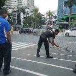 Antisipasi Demo Tolak PPKM, Polisi Pasang Barikade Kawat Berduri di Sekitar Istana Negara