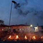 Mayat Bergelimpangan di India dan Lahan Parkir Jadi Tempat Kremasi