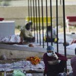 Covid-19 di India: Jenazah Dicabik Anjing Liar saat Tunggu Giliran Kremasi