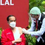 Pakai Jaket Merah, Jokowi Disuntik Vaksin Sinovac Dosis Kedua