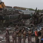 Korban Tewas Tabrakan Kereta di Pakistan Bertambah Puluhan Orang