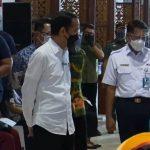 Tinjau Vaksinasi di Stasiun Bogor, Jokowi Prioritaskan Penumpang KRL dan Pekerja Stasiun