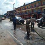 Satpol PP Bersihkan Tumpahan Solar di KM 2 Ngabang