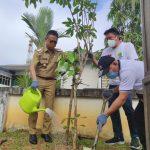 Komitmen Hijaukan Kota Pontianak dengan Bunga Warna-Warni