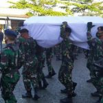 Jasad Prajurit TNI yang Gugur Diserang OTK di Papua Tiba di Ambon