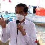 Beri Bantuan ke Nelayan di Maluku, Jokowi: Jangan Dibelikan Handphone!