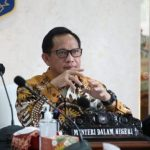 Gubernur Papua Naik Ojek ke PNG Alasan Berobat, Mendagri: Tetap Saja Salah!
