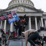 Massa Trump Rusuh di Capitol, Polisi Luka-luka dan Seorang Wanita Tertembak