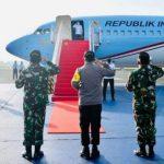 Terbang ke Malut, Jokowi Resmikan Bandara Kuabang dan Tinjau Vaksinasi