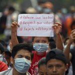 Militer Batasi Akses Internet, Ribuan Warga Myanmar Tetap Turun ke Jalan