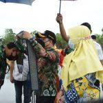 Pesawat CASSA 212 Mendarat Perdana di Paloh, Boyong Nakes, Vaksin dan Sembako
