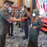 Kasatpol PP Kota Pontianak Terima Penghargaan Karya Bhakti Kemendagri
