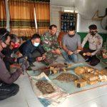 Warga Landak Bantu TNI dan Polri Evakuasi Temuan Amunisi Sisa Operasi PGRS/Paraku