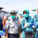 PKK dan DWP Pontianak Bareng Poltekkes Bagikan Masker Gratis