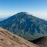 Meteor yang Melesat di Atas Gunung Merapi Diperkirakan Jatuh di Gunung Merbabu